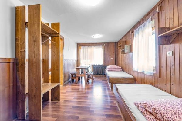 dom-pod-lasem-pokoj-2-1200x801.jpg